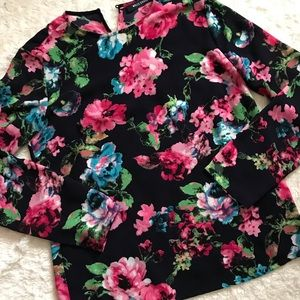 3/$20 ❤️ Wells Grace floral top